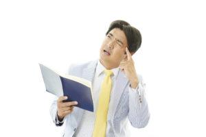頭痛で苦しむビジネスマン