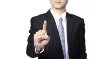 人差し指を立てているビジネスマン