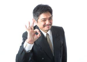 OKサインをするビジネスマン