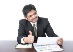 グットサインをするビジネスマン